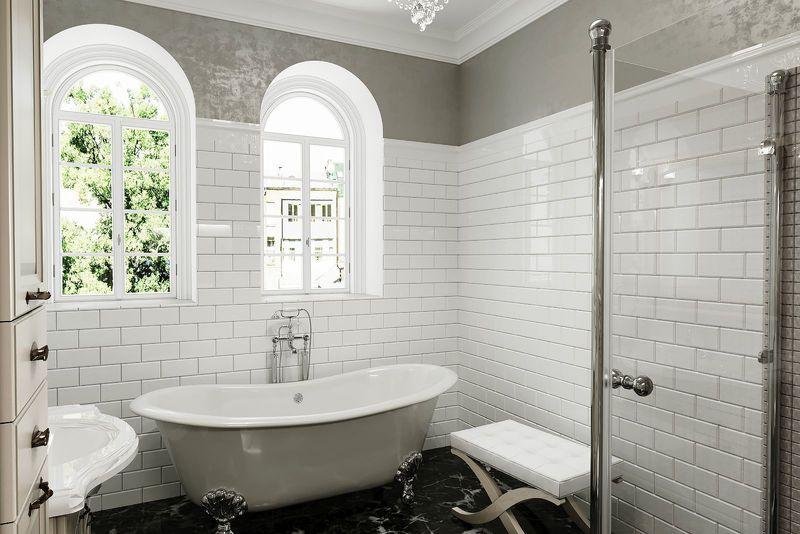 Ванна у окна в загородном доме